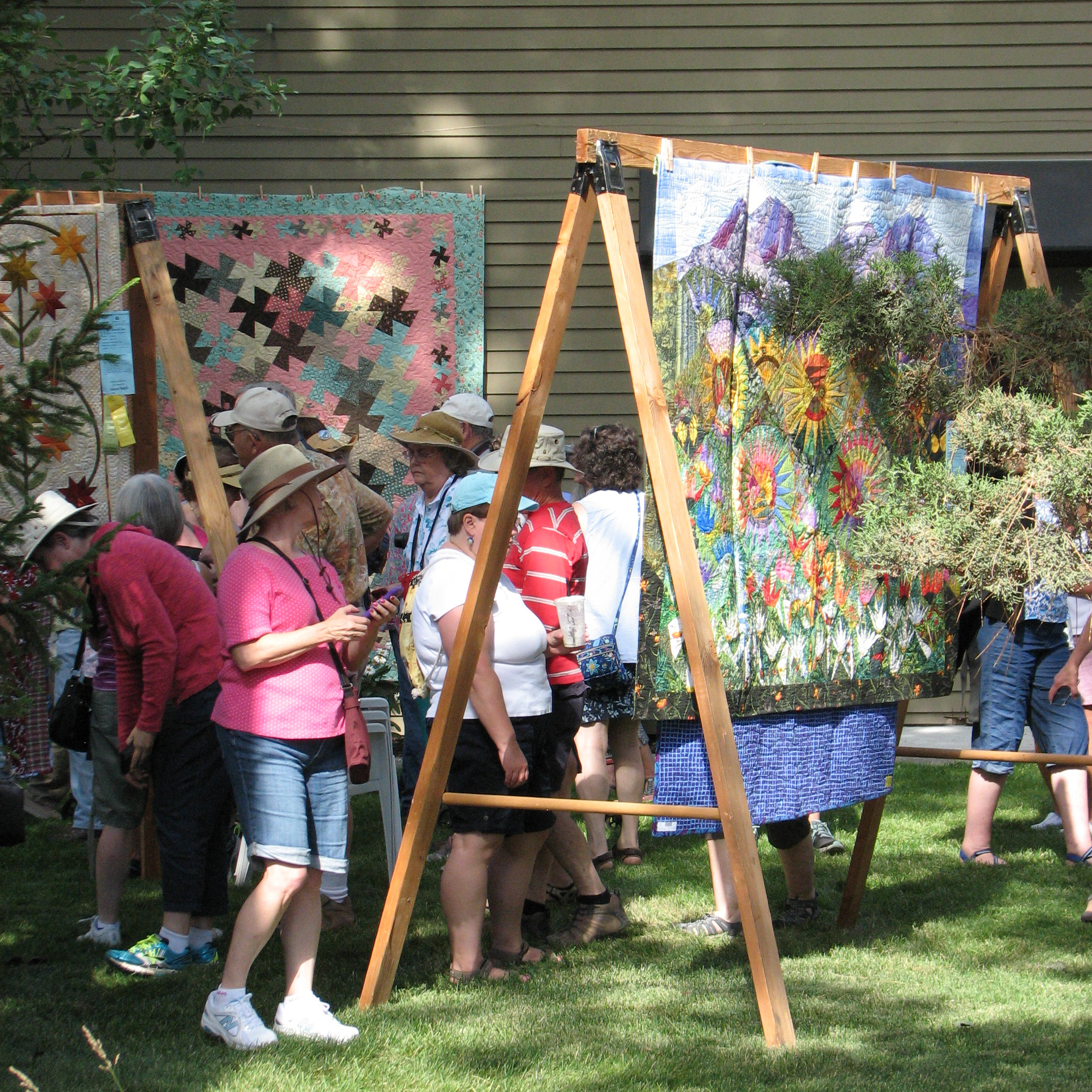 Sisters outdoor quilt show once a wingnut always a wingnut for Quilt and craft show